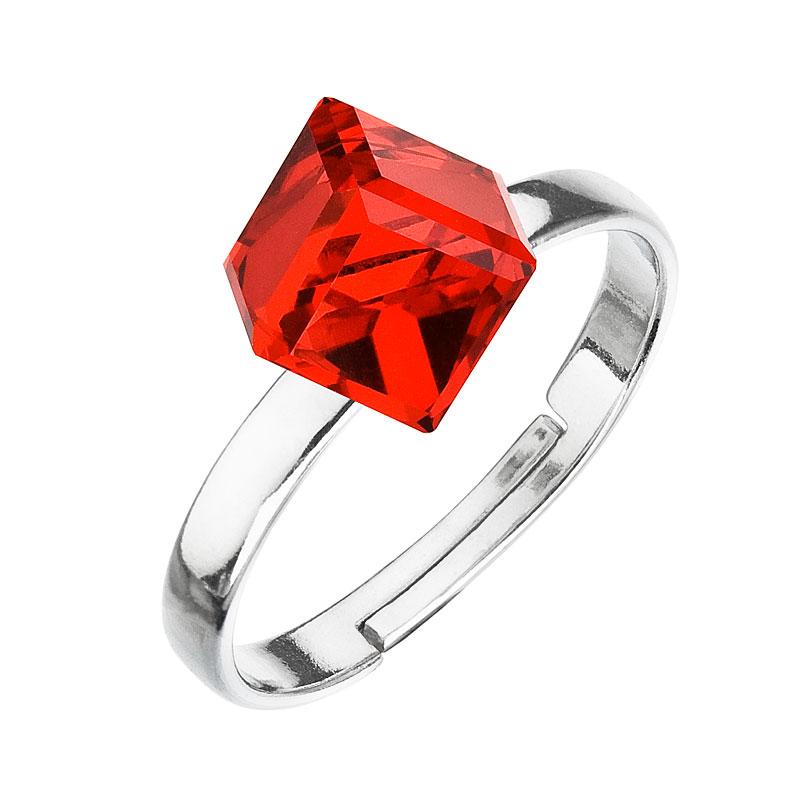 Strieborný prsteň s krištáľmi červená kostička 35011.3